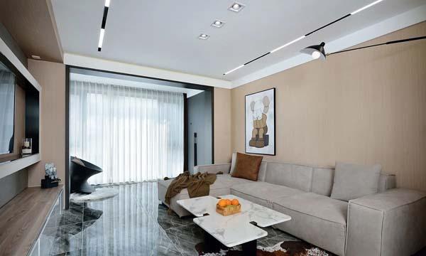 墙体打通后客厅实景图